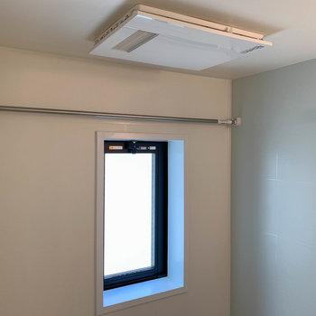 浴室乾燥や暖房機能つき。