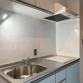 【LDK】二口IHのキッチン。作業スペースもしっかりとあります。
