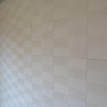 壁はブロック模様も