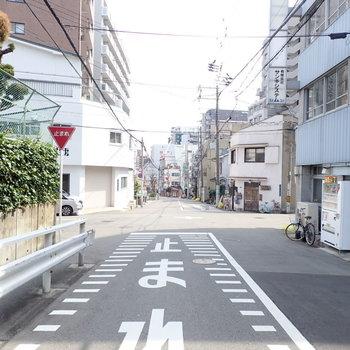 周辺は車通りも少なく、落ち着いた雰囲気。