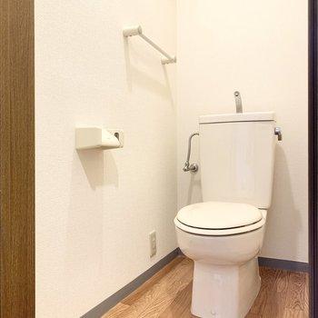 トイレもシンプル。圧迫感はあまり感じなさそうです。