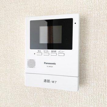 【設備】TVモニター付きドアホンで安心です。