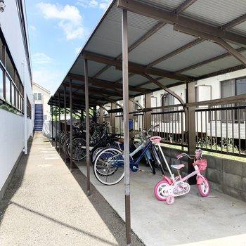 ゆとりのある広さの駐輪スペース。