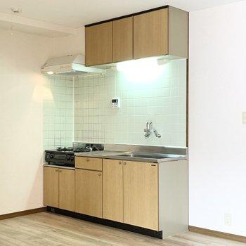【LDK】キッチンは収納がたくさんあります。