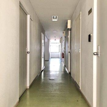 廊下は雨に濡れる心配がありません。
