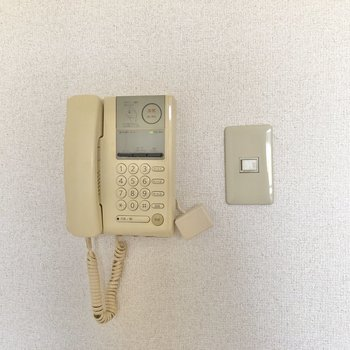 来訪者とは電話でやり取りができます。