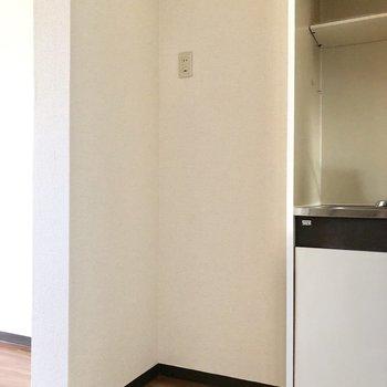 キッチン横に冷蔵庫を置けます。