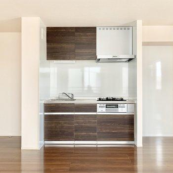 【LDK】キッチン収納も充実していますね。