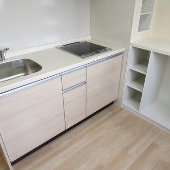 もちろんシステムキッチンです※写真は9階類似間取り・別部屋のものです