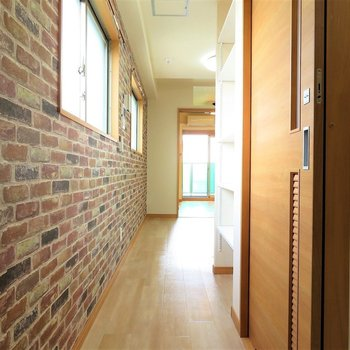 廊下から存在感が抜群です※写真は9階類似間取り・別部屋のものです