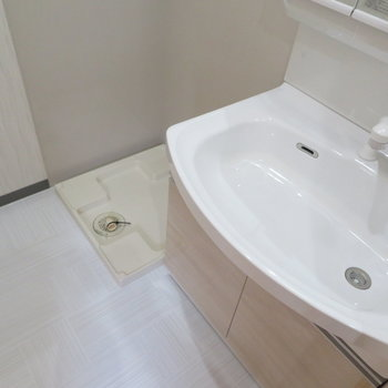 洗面脱衣所から※写真は9階類似間取り・別部屋のものです