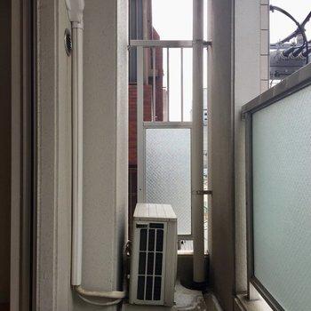 こちらがリビング側のバルコニー(※写真は4階の同間取り別部屋のものです)