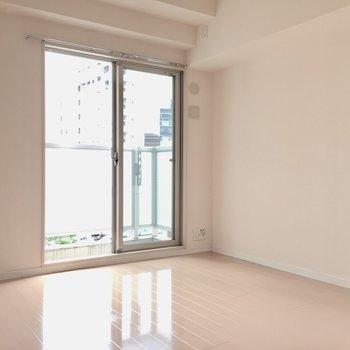こちらが東側の洋室(※写真は4階の同間取り別部屋のものです)
