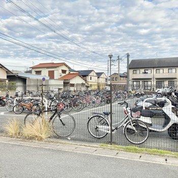 駅の自転車置き場も無料なんです。