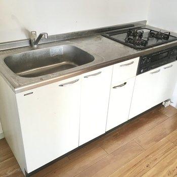 3口サイズの広々キッチン。お料理も捗ります。(※写真は清掃前のものです)