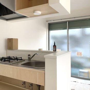 キッチン前のスペースを見てみましょう。※写真は作業途中・前回募集時のものです