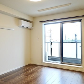洋室は約7.5帖。遮音性の高い床なので、周りの音や自分の立てる物音を気にせず過ごせます◎