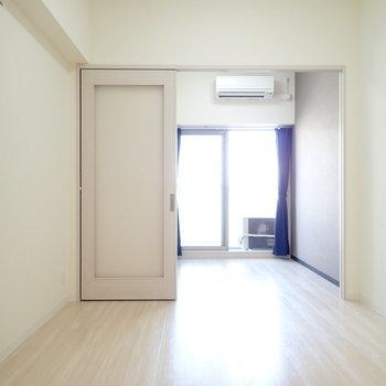扉は半透明!