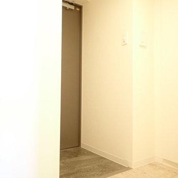 玄関は、※写真は8階別部屋・同間取りのものです。