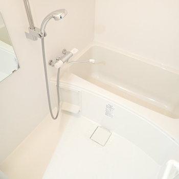 追焚&浴室乾燥機つき!※写真は8階同間取り・別部屋のものです。