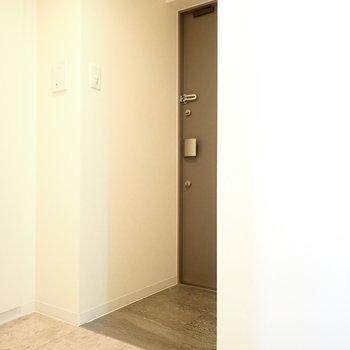 玄関は、※写真は8階同間取り・別部屋のものです。