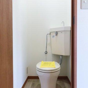 トイレはお風呂お向かいに。