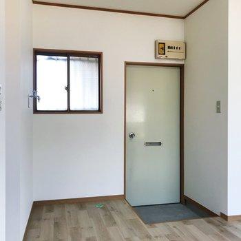 開放感のある玄関。洗濯機もこちらに。