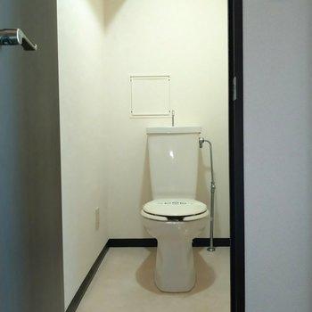 トイレは広々空間◎(※写真は7階の同間取り別部屋のものです)