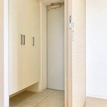 玄関はゆったりしていますよ。※写真は前回募集時のものです