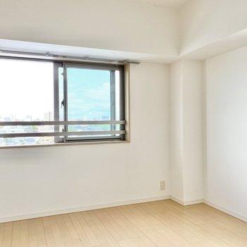 【洋室➁】こちらは最初の洋室よりもう少し広めです。※写真は前回募集時のものです
