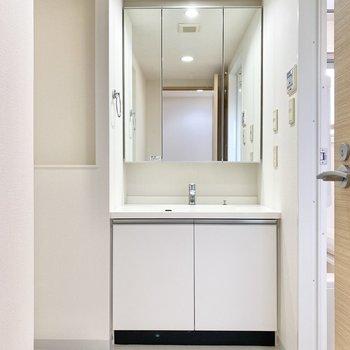 洗面台は広く、朝もゆったり使えますね。※写真は前回募集時のものです