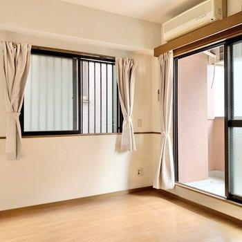 【洋室】シンプルなので、アレンジもしやすそうです◎エアコン付き!(※小物はサービス設置です)