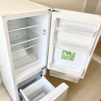 冷蔵庫。アイスや飲み物、ちょっとした食材も保存できます。