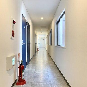 お部屋のある2階共用廊下。