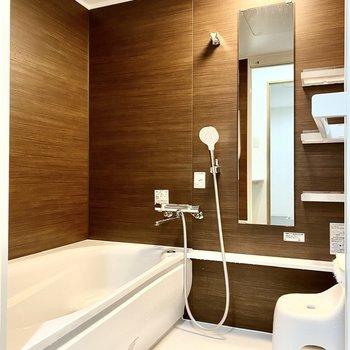 1階には浴槽付きのお風呂もありますよ。