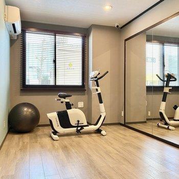 【ジム:間取り図中心】ストレッチやトレーニングなどすぐ体が動かせるのはいいですね。