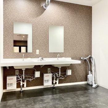 男女共用の洗面スペース。