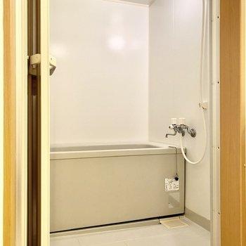 浴室。ゆったりとしていて使いやすそうです。