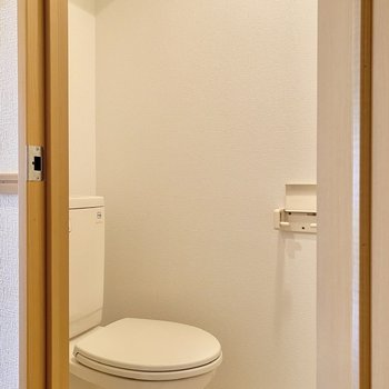 お手洗い。シンプルで清潔感がありますね。