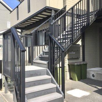 2階までは階段で。サクッと上り下りしましょ。