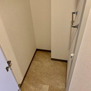 アウトドア系のものを収納する場所に困らない!(※写真は8階の同間取り別部屋、清掃前のものです)