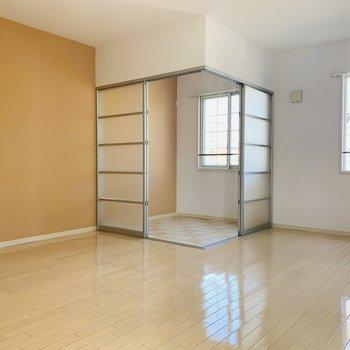 サンルームがあっても広々としたお部屋(※写真は2階反転間取り別部屋のものです)