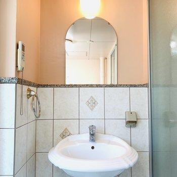 おしゃれな独立洗面所(※写真は2階反転間取り別部屋のものです)