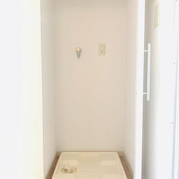 洗濯機は収納可能(※写真は2階反転間取り別部屋のものです)