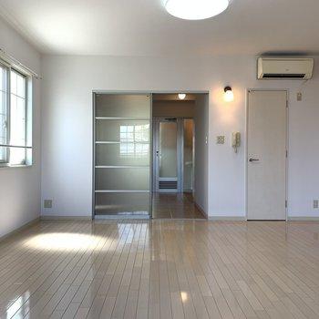 間接照明がワンポイント(※写真は2階反転間取り別部屋のものです)