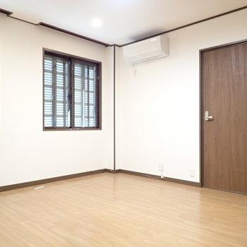 洋室9帖】リビングのとなりのお部屋。