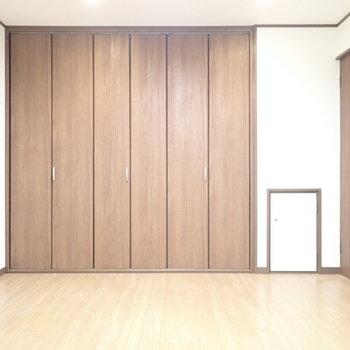 洋室9帖】くつろぎスペースにもいいですね。