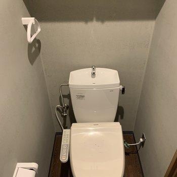 上階のトイレはシンプルに。