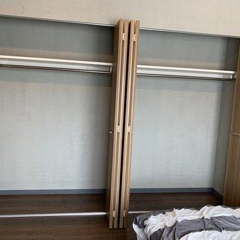 寝室にも大容量収納。