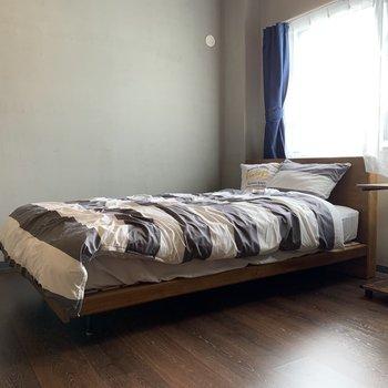 ベッドルーム。日差しを浴びながら心地よい朝を♪